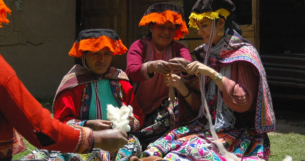 Tierra de los Yachaqs: Weavers of Amaru, Aracari Travel