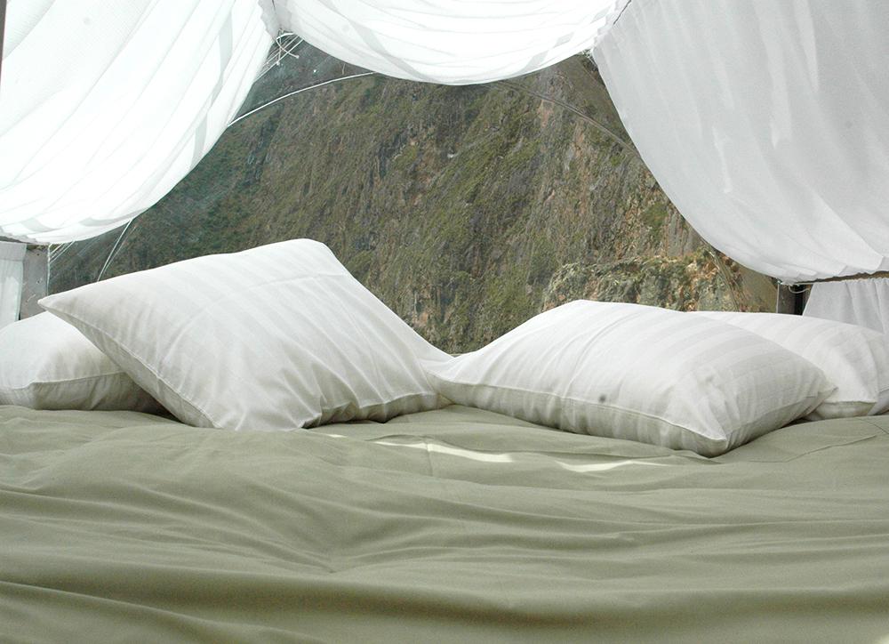Sleep Hanging off a Cliff at Skylodge, Aracari Travel