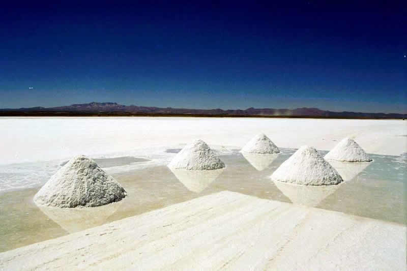 salar de uyuni luxury trips - salt deposits