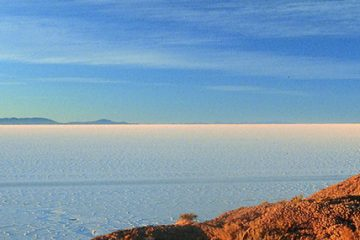 Salar de Uyuni luxury trips - view of salt flats in dry season