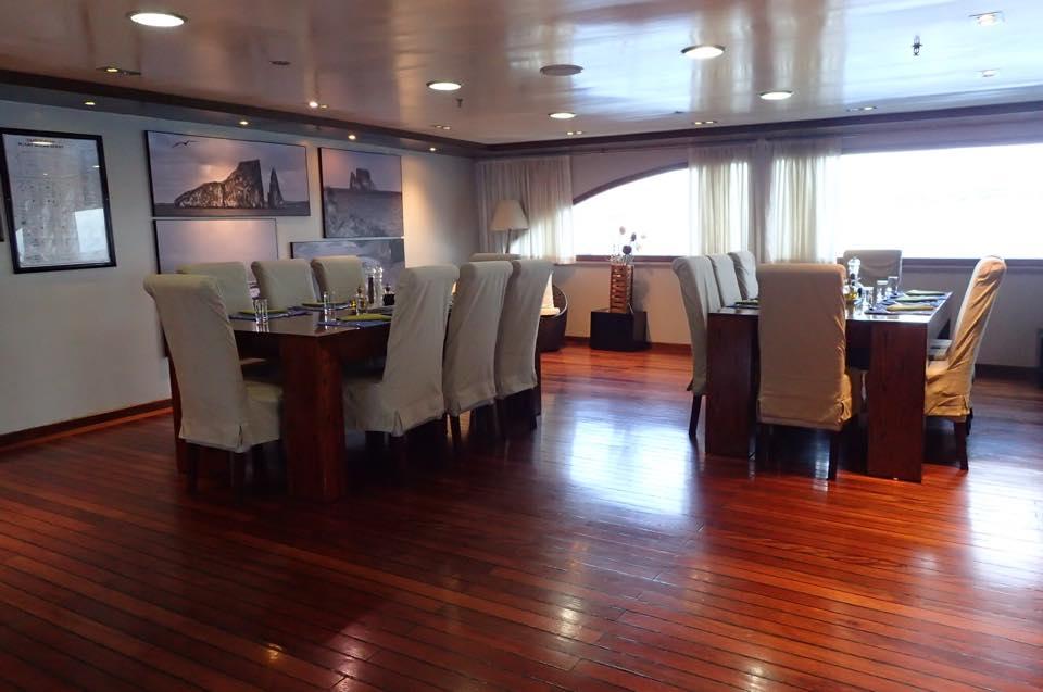 Galapagos Cruise Ocean Spray Review, Aracari Travel