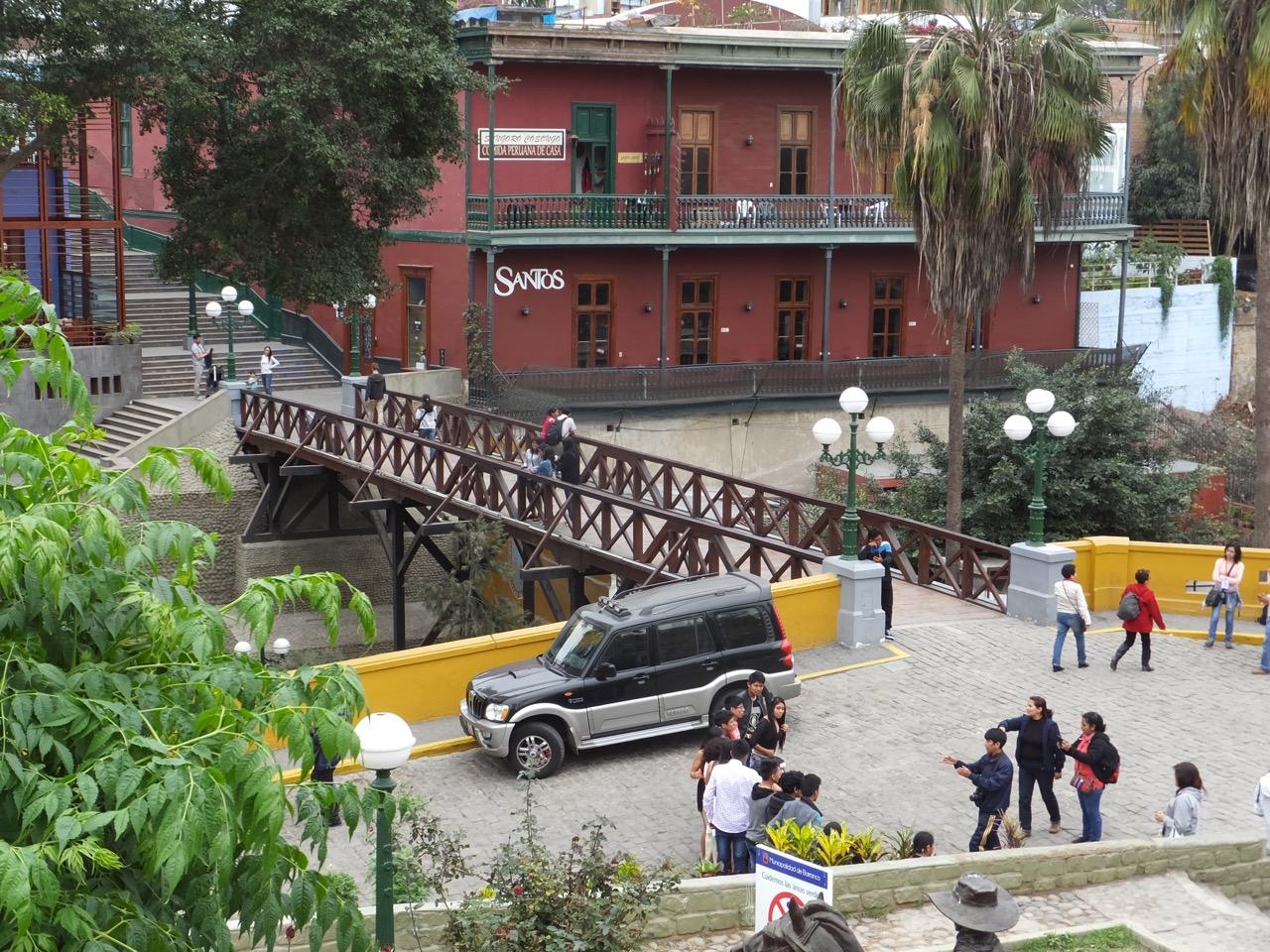 Lima Bike Tour, Aracari Travel