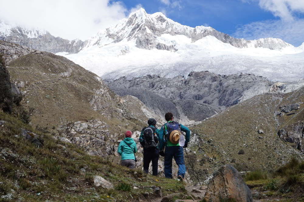 Cordillera Blanca Hiking - group hiking in the mountains