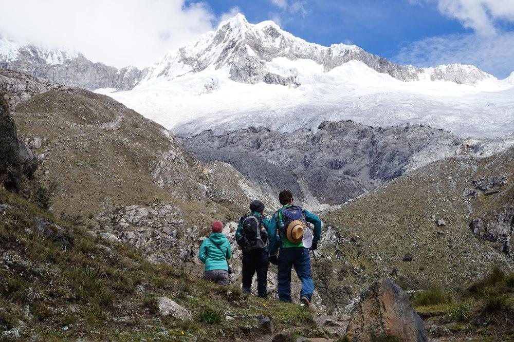 Hikers enjoying the Cordillera Blanca
