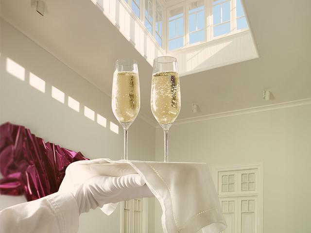 Romantic experiences in Peru - champagne