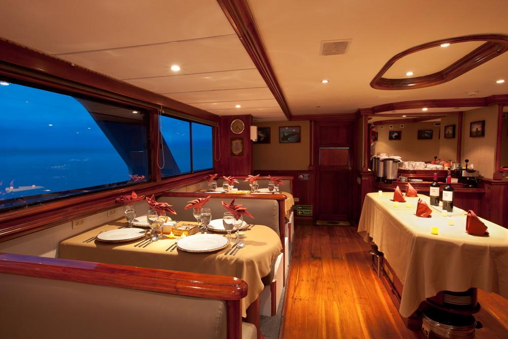 Galapagos Sky - dining