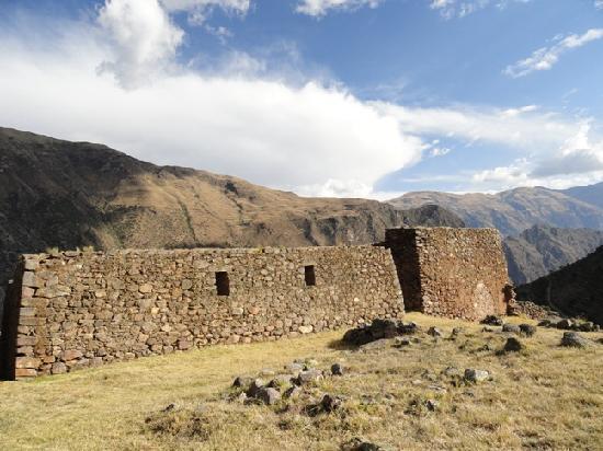 Pumamarca Ruins Hike with Aracari (4)