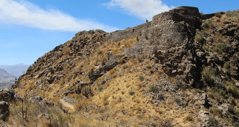 Hike in Colca Peru to Madrigal Chimpa Fortress (14)